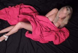 Orlanne escort in Fife